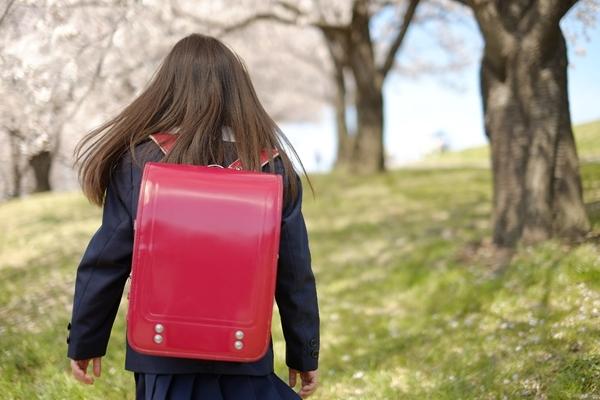子供のわきが予防 | イジメや不登校から子供を守るために
